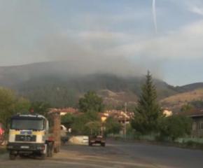 Продължава гасенето на пожара край Котел. Огънят обхвана 3500 декара (видео)