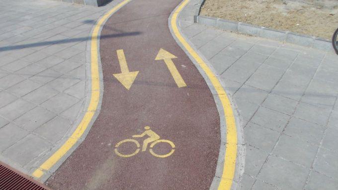 """Продължава изграждането на велоалеи в Сливен по проекта за интегриран градски транспорт. Преди дни започна строителството по булевард """"Бургаско шосе"""",..."""