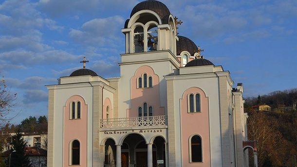 """Шести пореден сезон продължава изографисването на новия катедрален храм """"Св. св. Кирил и Методий"""" в центъра на Ловеч.  В изографисването на катедралата,..."""