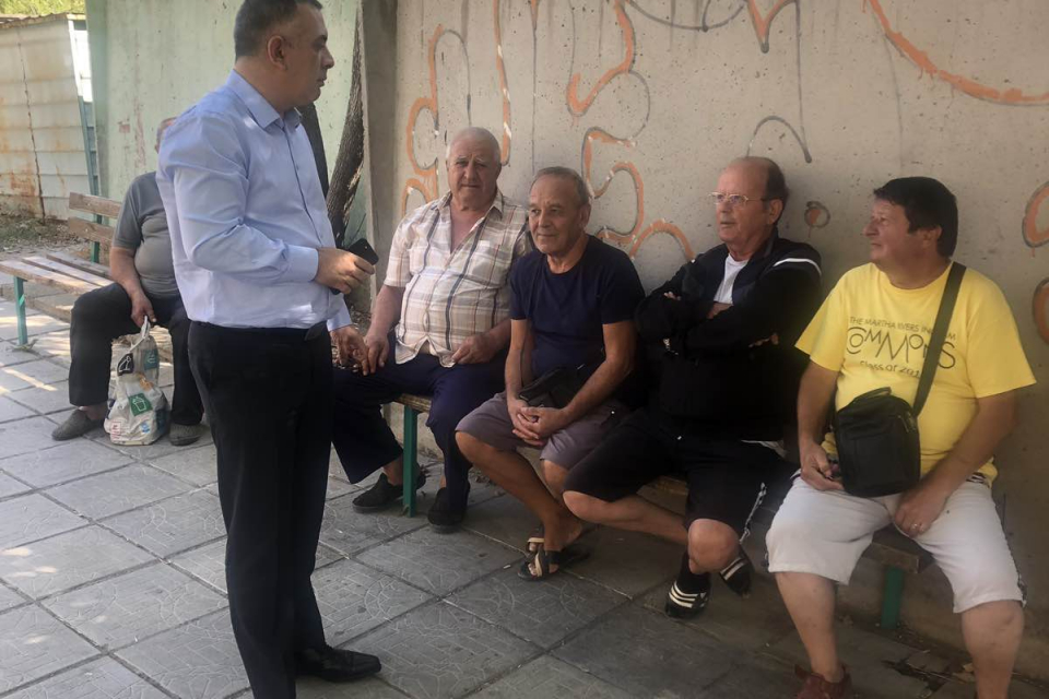 """Кметът Стефан Радев посети днес кварталите""""Клуцохор"""", """"Българка"""" и """"Сини камъни"""",в..."""