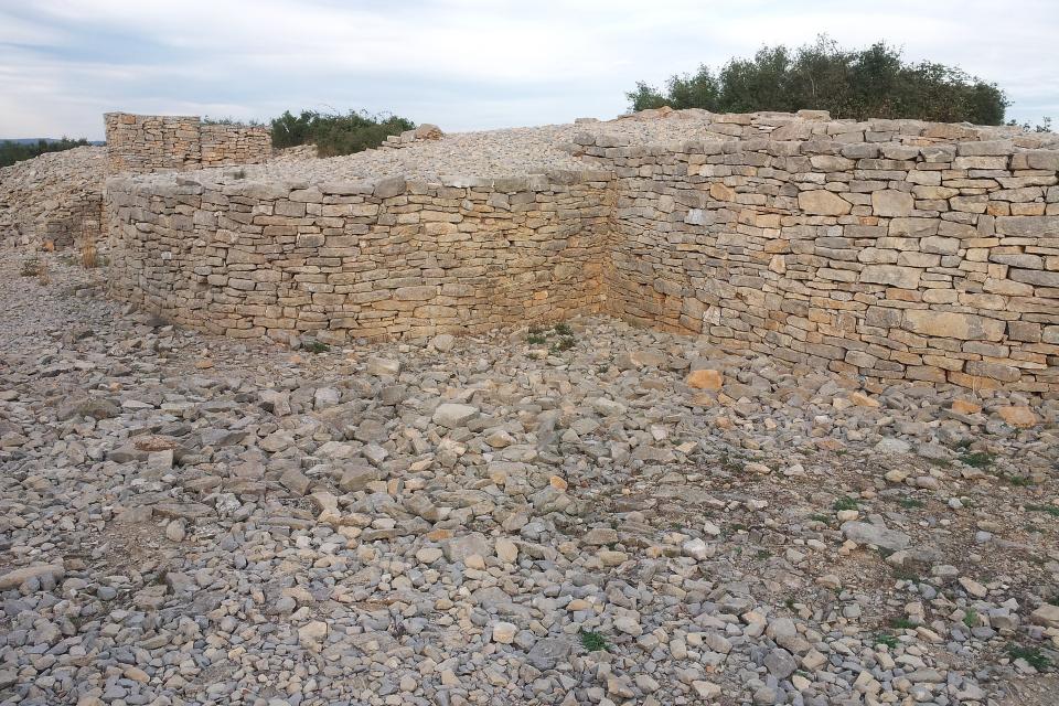 """Продължават разкопките на един от най-значимите и запазени археологически обекти в страната - """"Хераклея Синтика""""край Петрич. Държаватаосигури 28 000..."""