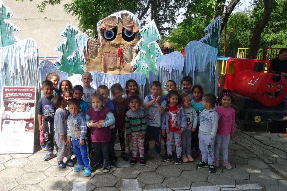 """Дни преди първи юни – Международният ден на детето, актьорите от Държавен куклен театър """"Георги Митев"""" – Ямбол ще организират и проведат още четири театрални..."""
