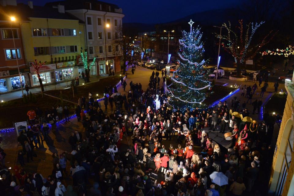 С наближаването на едни от най-светлите християнски празници Община Сливен организира редица събития за отбелязване на Коледа и посрещането на Новата...
