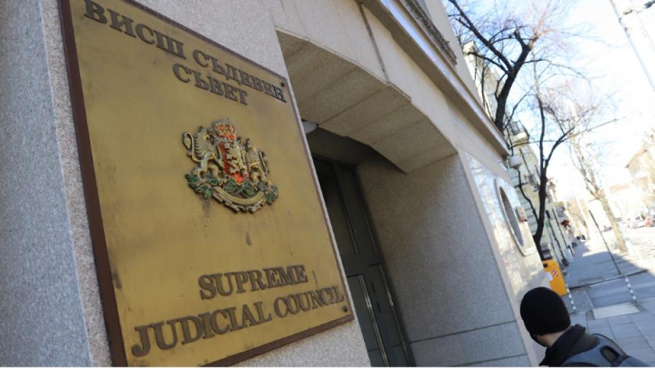 Прокурори от цялата страна избират своя нов представител в Прокурорската колегия на Висшия съдебен съвет. Кандидат е Евгени Иванов - прокурор във Военно-апелативната...