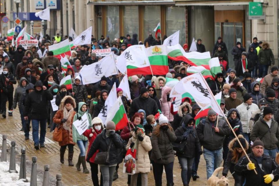 Протест с искане за оставката на правителството блокира центъра на София. Първоначално протестиращите се събраха пред парламента, а по-късно блокираха...