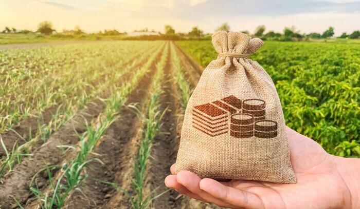 """Земеделски стопани излизат на протест заради изваждането на сектор """"Селско стопанство"""" при актуализацията на бюджета, предават от БНР. Очаква се в демонстрацията..."""