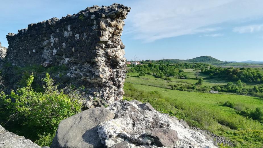 Започна проучването на една от най-атрактивните средновековни крепости в Източните Родопи - замъкът Вишеград край Кърджали, чиито стени са запазени на...