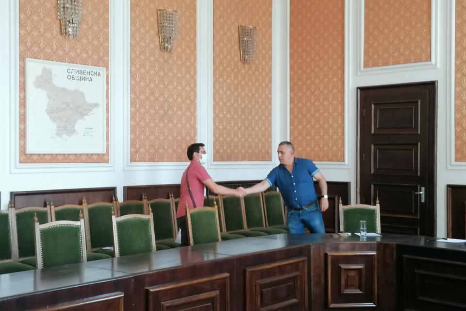 Граждани потърсиха съдействие по различни казуси по време на днешния приемен ден на кмета Стефан Радев и негови заместници. Сливенският градоначалник бе...