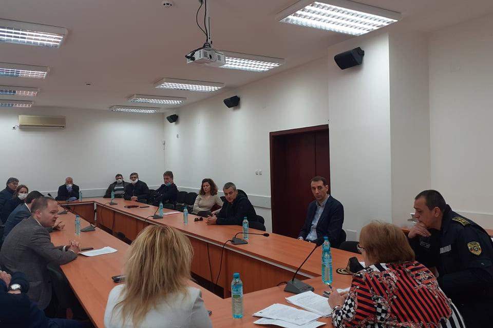 Днес областният управител Димитър Иванов проведе среща с големите работодатели и директори на предприятия в областта, както и с работодателските организации,...