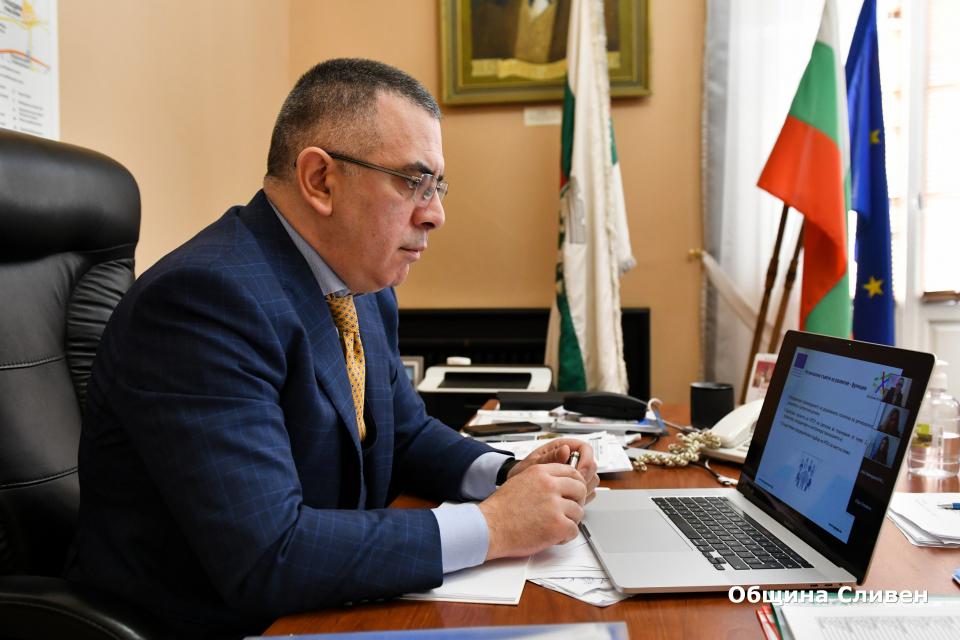 Кметът Стефан Радев участва днес в онлайн семинар, организиран съвместно от Министерството на регионалното развитие и благоустройството (МРРБ) и Организацията...