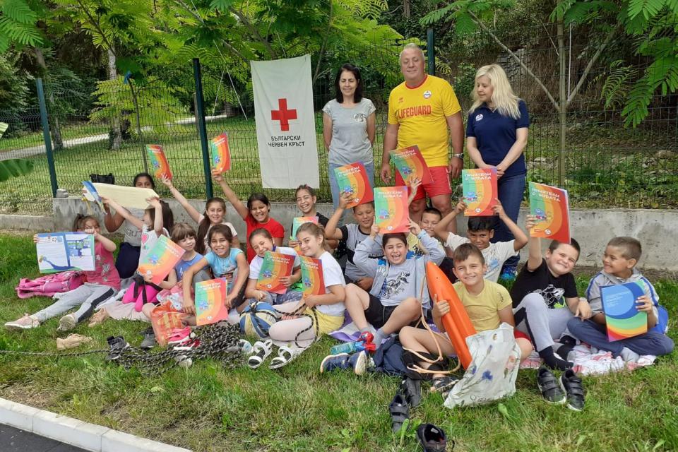 """На 21 юни 2021г., на плувния басейн в с. Генерал Инзово, община """"Тунджа"""", се проведе открит урок по водна безопасност с ученици от I, II и III клас на..."""