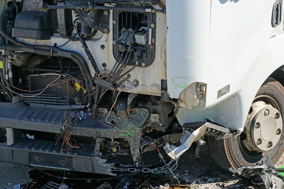 Пътно произшествие между два товарни автомобила е възникнало на път I-6 в района на община Твърдица. Сигналът е получен в 11.00 часа. По първоначални данни...