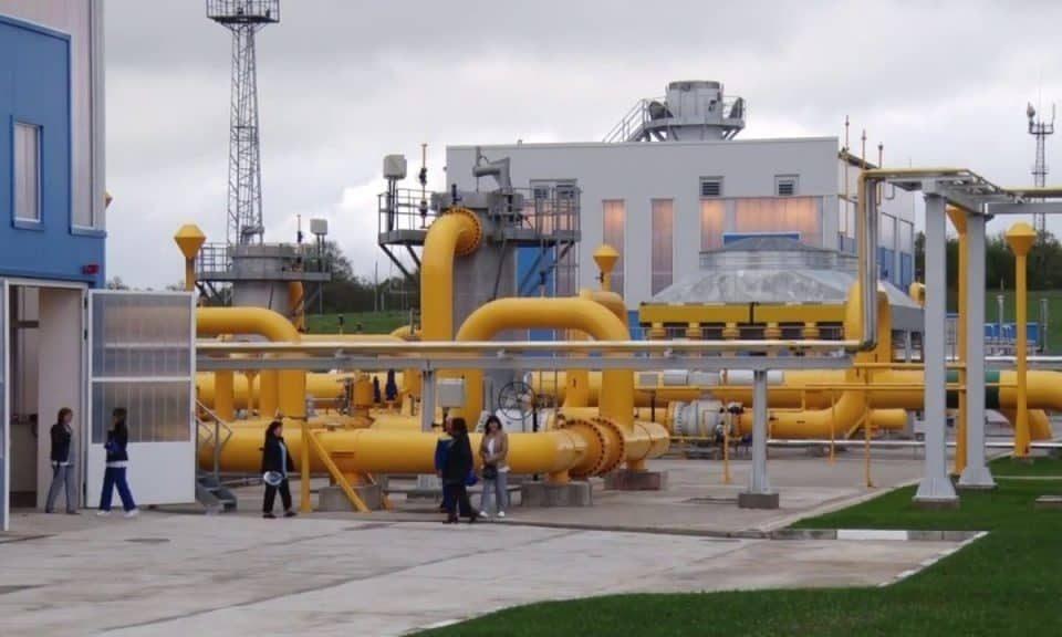 От днес България ще получава руски природен газ през Турция, а не през Украйна, както досега. От смяната на трасето страната ни се очаква да пести средно...