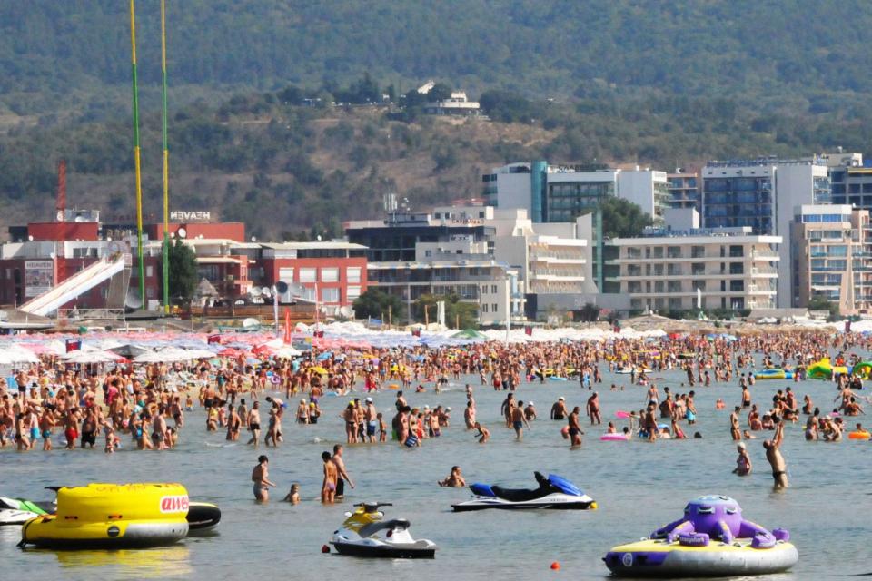 Пълни плажове по Южното Черноморие в първия уикенд на юли. От туристическия бранш за пръв път са толкова оптимисти за този летен сезон, като при някои...