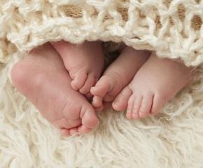 Първа Коледа за семейството сдобило се за втори път с близнаци
