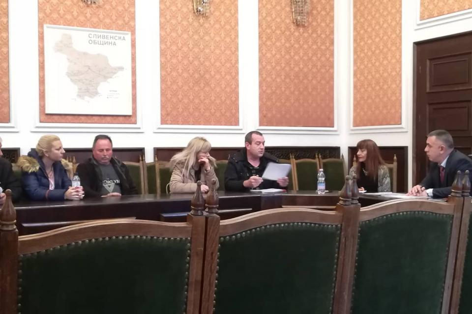 Днес кметът Стефан Радев се срещна с жители на сливенска община. Това беше първият му приемен ден в новия мандат. Хората го запознаха с лични проблеми...