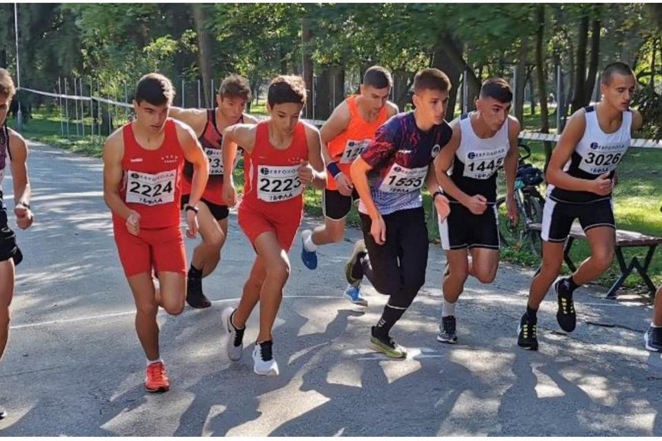 """На 18 април, неделя, със съдействието на Община Ямбол в парк """"Боровец"""" ще се проведе първият лекоатлетически пробег """"Ямбол рън"""". Началото на събитията..."""
