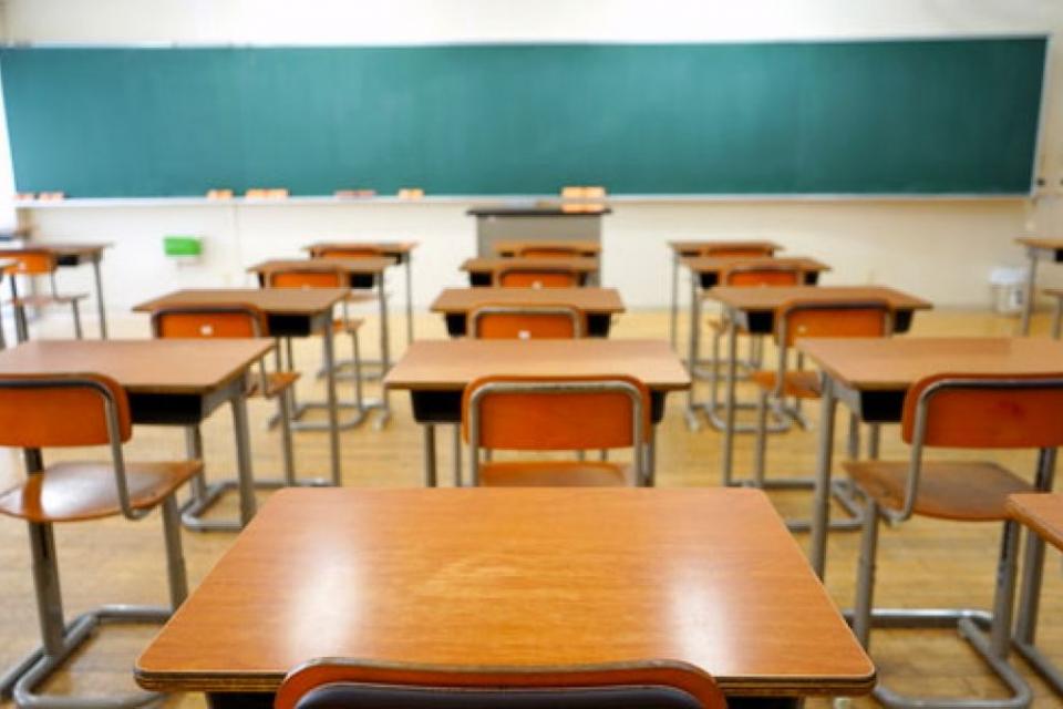 """В средно училище """"Христо Ботев"""" във Враца организираха занимания за първокласници, които са отбелязали пропуски по времето на дистанционното обучение,..."""