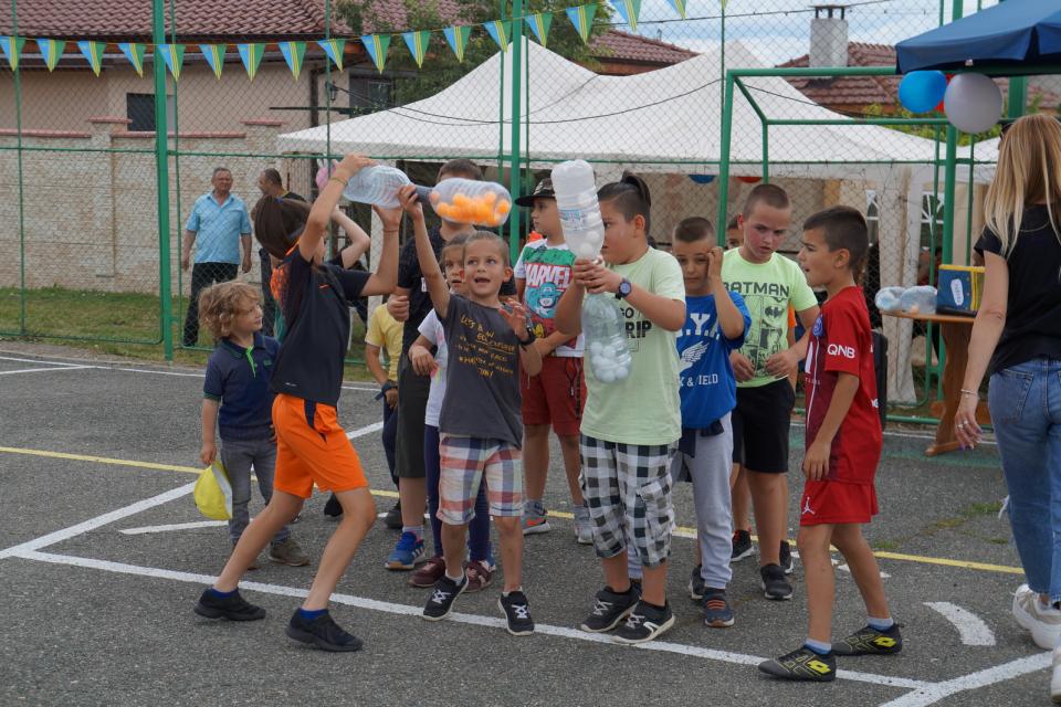 Пъстър и весел детски празник събра на 29 май в село Стара река малки и големи за Деня на детето. Спортната площадка, окичена със знаменца и балони, се...