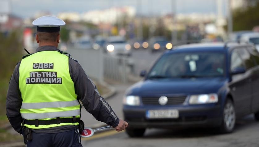 """В сектор """"Пътна полиция""""-Сливен е създадена организация за осъществяване на завишен контрол в дните преди, по време и след празниците. Засилено присъствие..."""