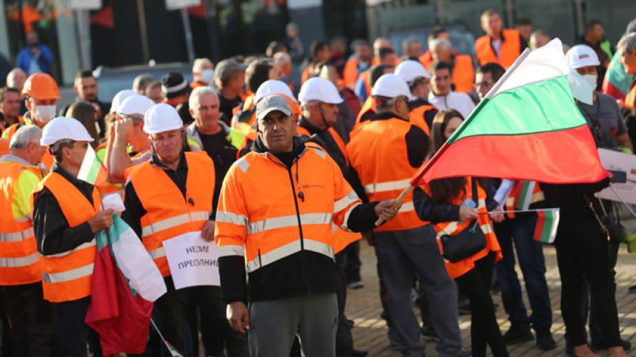 """Утре в София ще се проведе трети национален протест на работещите в пътностроителни фирми, обявиха от браншовата камара """"Пътища"""" в съобщение до медиите. В..."""