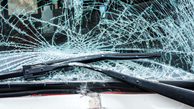 Пътно произшествие между бус и лек автомобил затвори пътя между Нова Загора и Гурково. Инцидентът е станал около 08,45 часа тази сутрин. Двама са откарани...