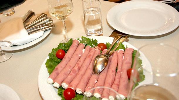 За нарастващи проблеми в ресторантьорския и хотелиерския бизнес предупреждават от Българската хотелиерска и ресторантьорска асоциация (БХРА). В предаването...