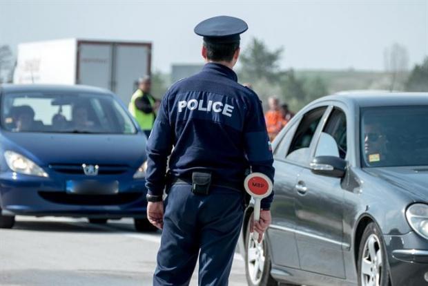 При проведената вчера специализирана полицейска операция по противодействие на битовата престъпност, обхванала териториите на общините Айтос и Карнобат,...