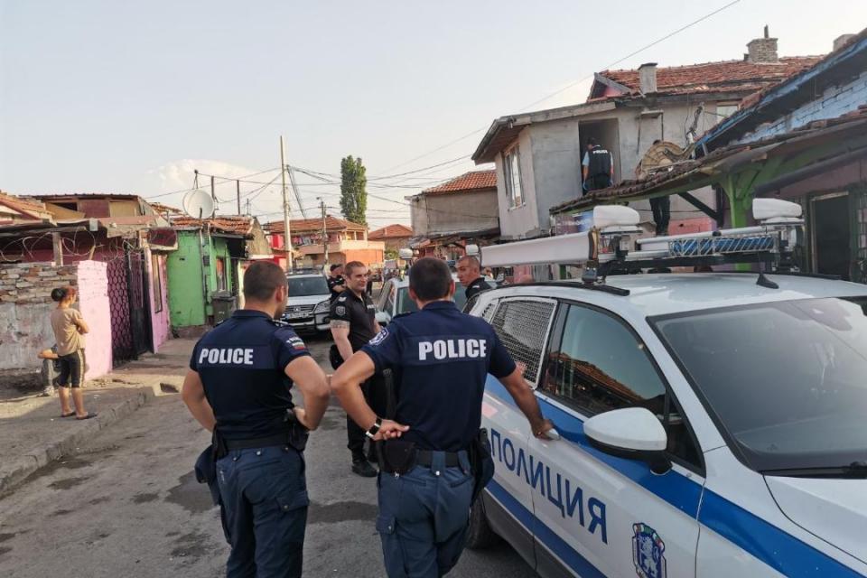 Общо девет мъже от различни общини на територията на Бургаски регион са задържани за купуване на гласове от служители на ОДМВР – Бургас в резултат на проведена...