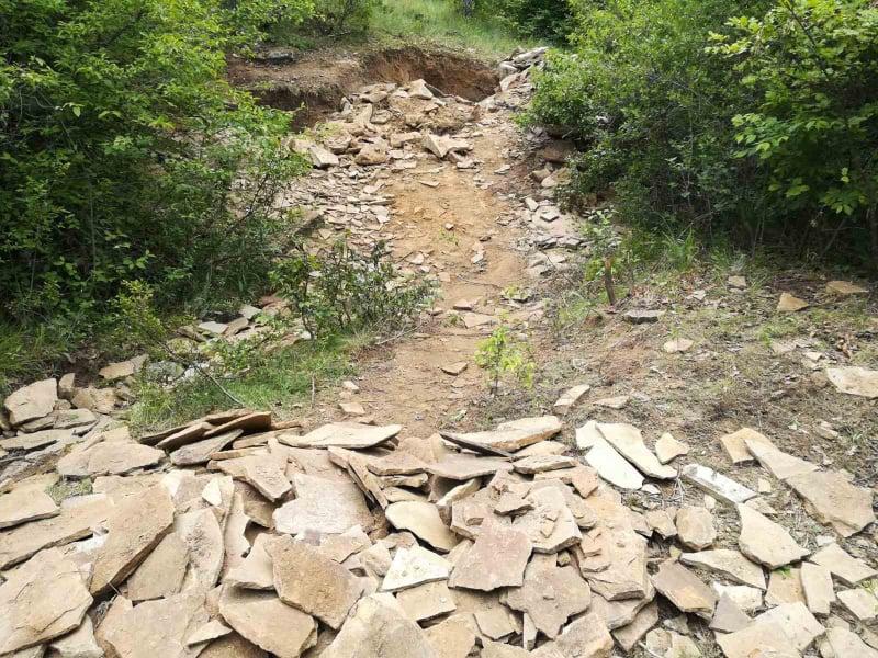 """При ежедневния обход в малките населени места, землищата и природните местностите в района криминалисти на участък """"Градец"""" към РУ-Котел са открили незаконна..."""
