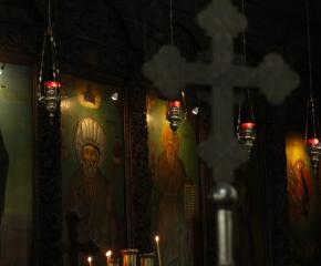 Разпети петък е! Архимандрит Димитрий пред 999: Призовавам всички да се молят!  (видео)