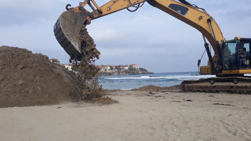 Незабавно да спре изземването на пясък от Черно море. Това разпореди на концесионера на Централния плаж в Созопол Басейнова дирекция-Варна след проверка,...