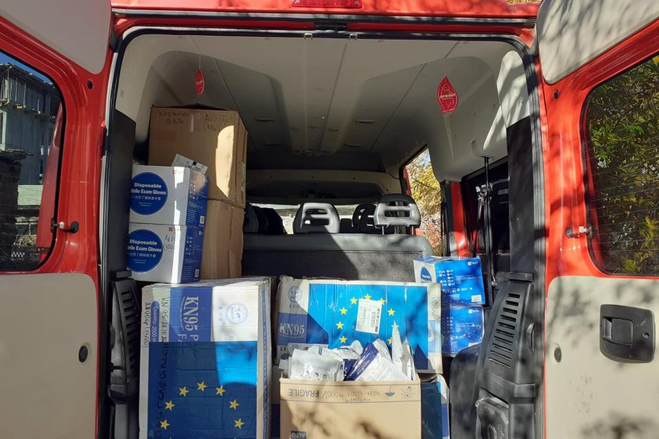 Солидно количество защитни материали за нуждите на лекарите и болниците на територията на област Ямбол получи Областния медицински съвет от Логистичен...