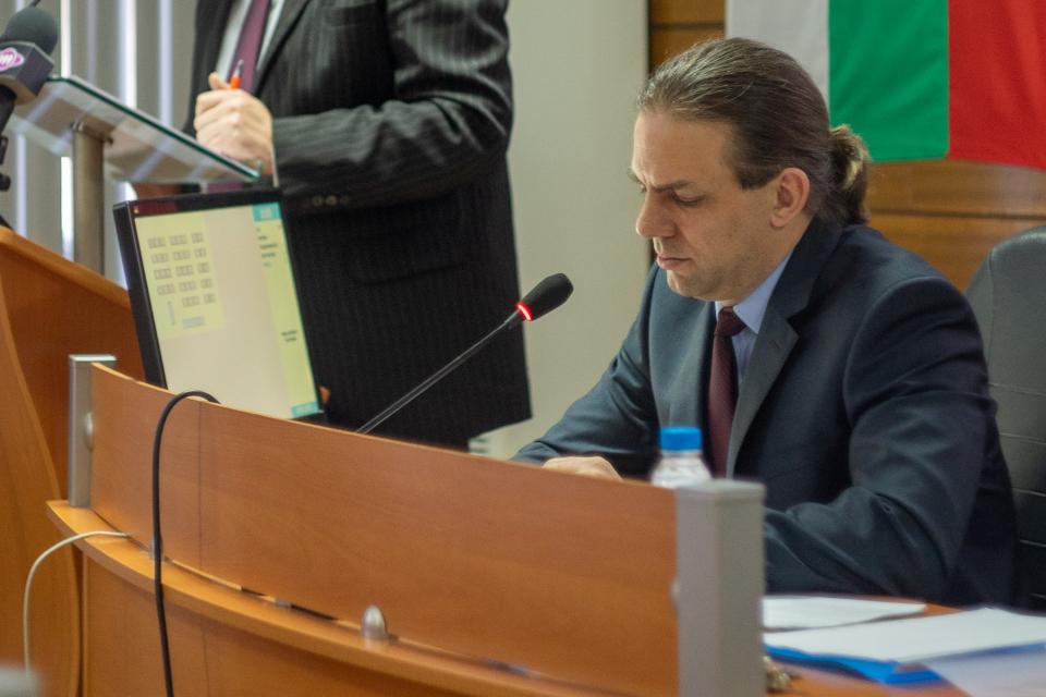 Председателят на Общински съвет-Ямбол Антон Шиков разсекрети поименните разпечатки от гласуванията. Те вече са задължителна част от публикуваните на сайта...