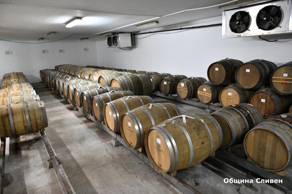 Традициите на българското вино и изкуство, съчетани със съвременните технологии и култура бяха включени в днешния винен тур за отбелязване на 30-годишнината...