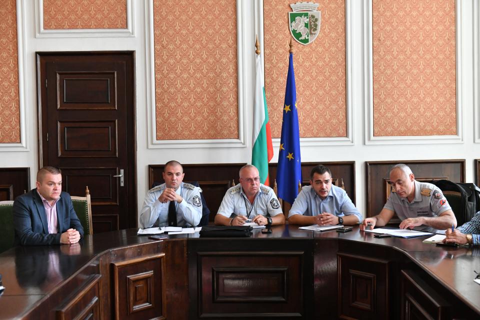В Община Сливен днес се проведе регионална среща за зимното поддържане на републиканската пътна мрежа на областите Сливен, Ямбол, Бургас и Стара Загора. В...