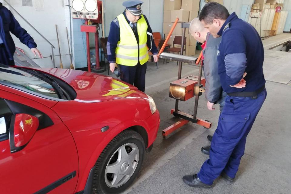 Водач с неплатени глоби за 1600 лева, изменена конструкция на автомобилите и превишена скоростта са част от резултатите при провелата се вчера операция...