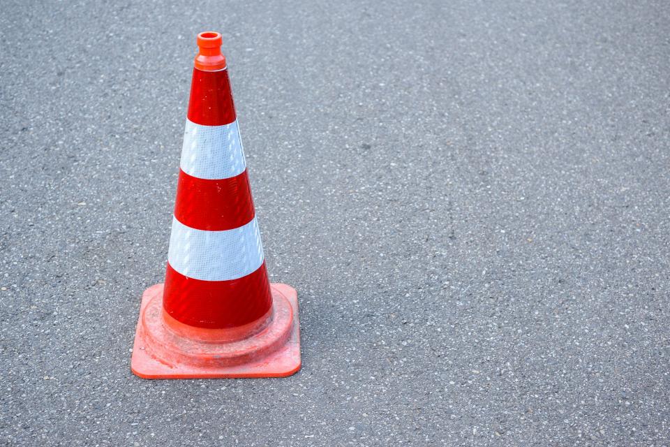 """Движението от км 346-ти до км 349-ти по Автомагистрала """"Тракия"""" в посока София се извършва с повишено внимание в активната и изпреварващата лента, предупреждават..."""