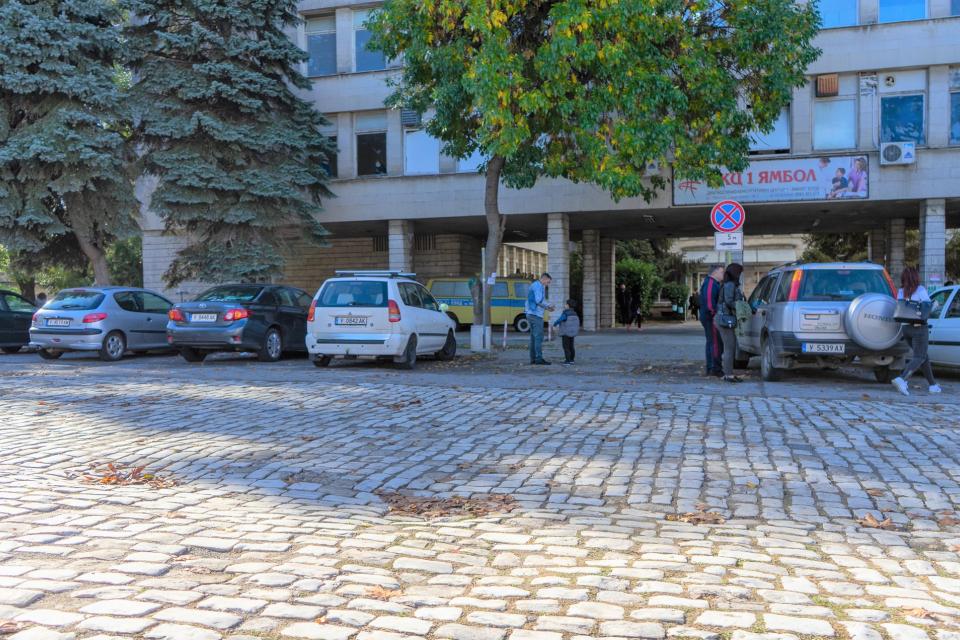От 27 октомври, вторник, започва благоустройството на района около Диагностично-консултативен център – 1. Ремонтните дейности обхващат отсечката на ул....