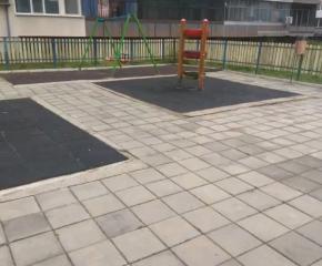 Ремонтират детските площадки в Ямбол