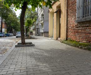 Ремонтите на тротоарната настилка на ямболските улици продължават