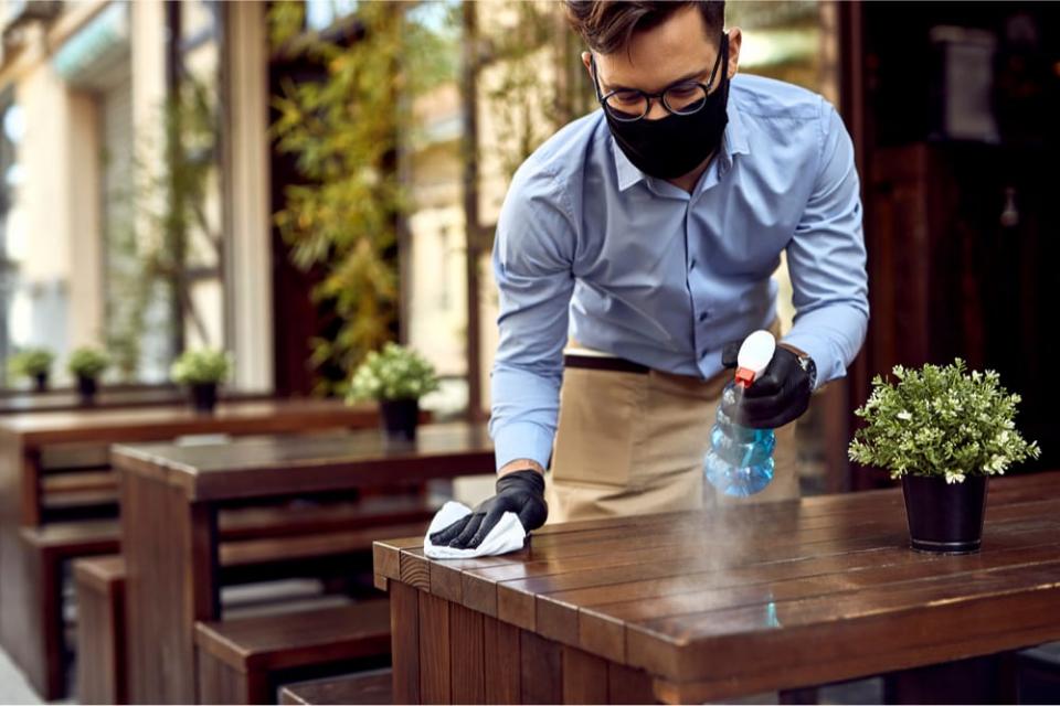 Ресторантьорите ще отворят затворените заради мерките срещу коронавируса заведения на 1 март. Това стана ясно след среща на собствениците на заведения...
