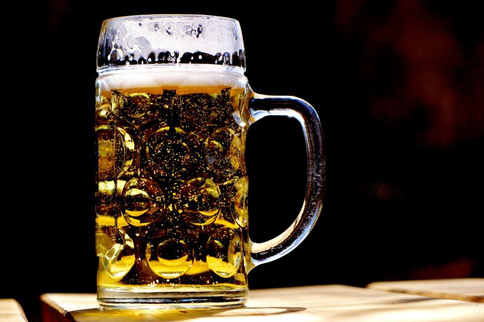 ДДС-то за бира и вино в заведенията беше намалено то 20 на 9%. Това цели да се подпомогне туристическият бранш, който е сред най-засегнатите от пандемията....