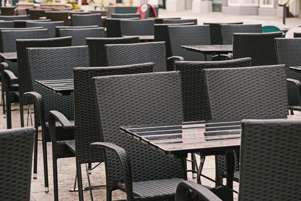 Собственици на ресторанти и барове, както и работещите в заведенията, ще излязат на протест за четвърти път, предаде Нова тв. Очаква се те да се съберат...
