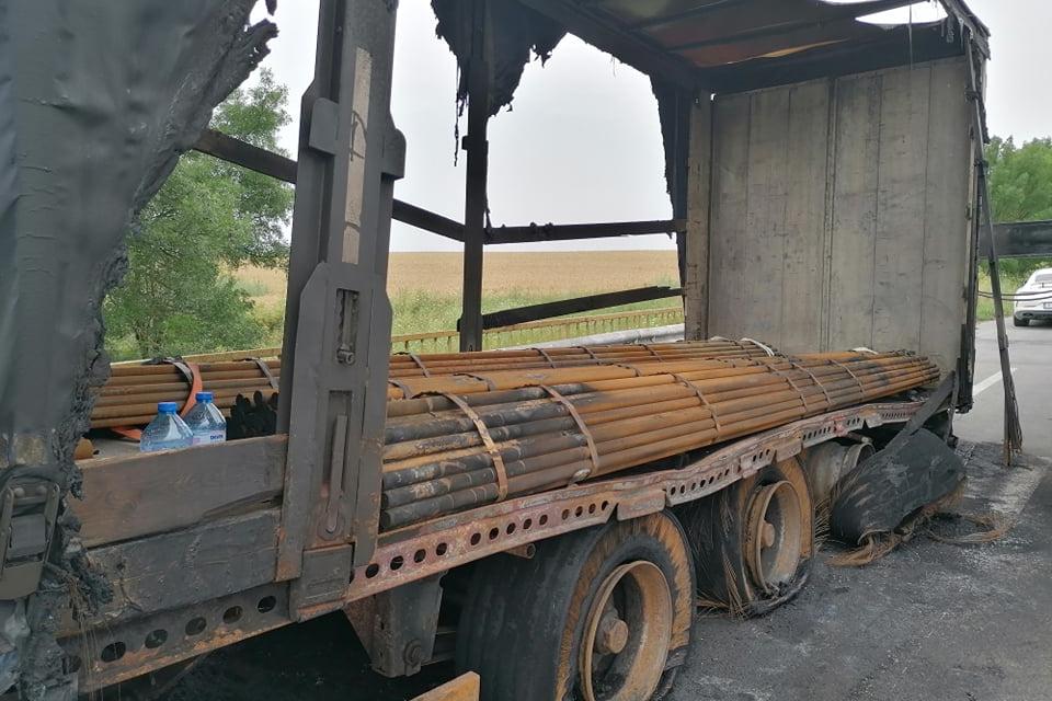 Около 14:20 часа в дежурната част на ОДМВР – Ямбол е получен сигнал за аварирал тир на главния път между Ямбол и Елхово, при разклона на село Тенево. Огънят...