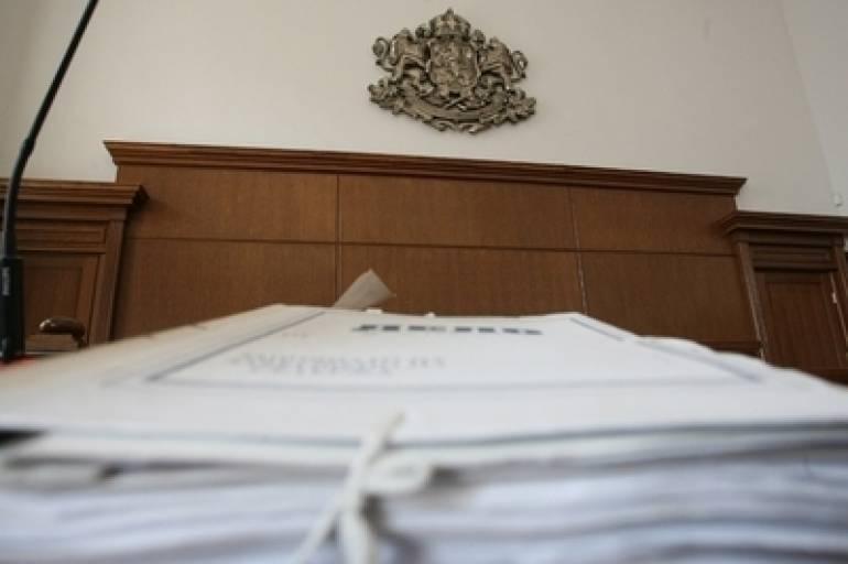 По искане на Окръжна прокуратура – Ямбол, съдът задържа под стража румънски гражданин, обвинен в контрабандно пренасяне на цигари и пакети с тютюн на обща...