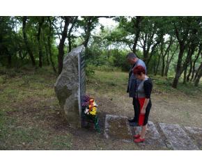 """Ръководството на община """"Тунджа"""" почете паметта на загиналите в катастрофата на Бакаджик преди 12 години"""