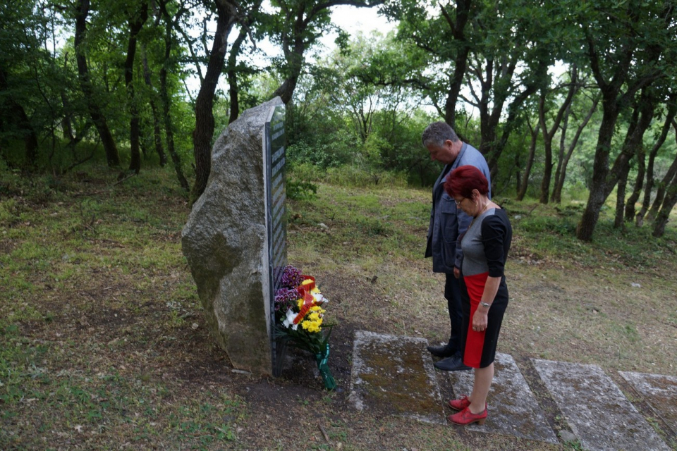 """Ръководството на община """"Тунджа"""" почете паметта на загиналите в тежката катастрофата на Бакаджик преди 12 години. На 28 май 2009 г. по време на традиционния..."""