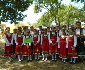 Самодейци от Бояджик участваха на фестивал в Раднево