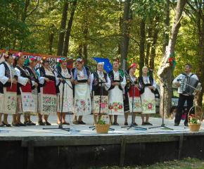 """Самодейци от Тамарино и Саранско взеха участие в празника """"Воден пее и танцува"""""""